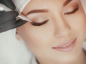 Maquillage permanent des sourcils et des yeux